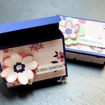 Stampin' Up! kleine Verpackung zum Geburtstag mit Papierblüten nah